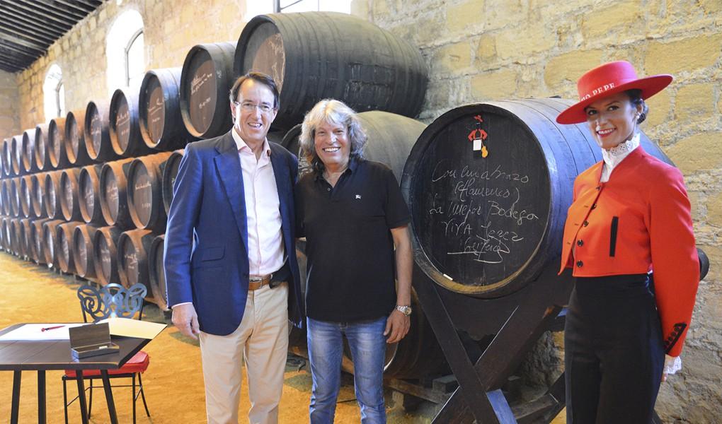 José Mercé signs on a González Byass barrel 1