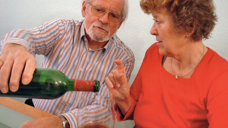 Las personas mayores si se benefician del consumo moderado de alcohol para su salud 1