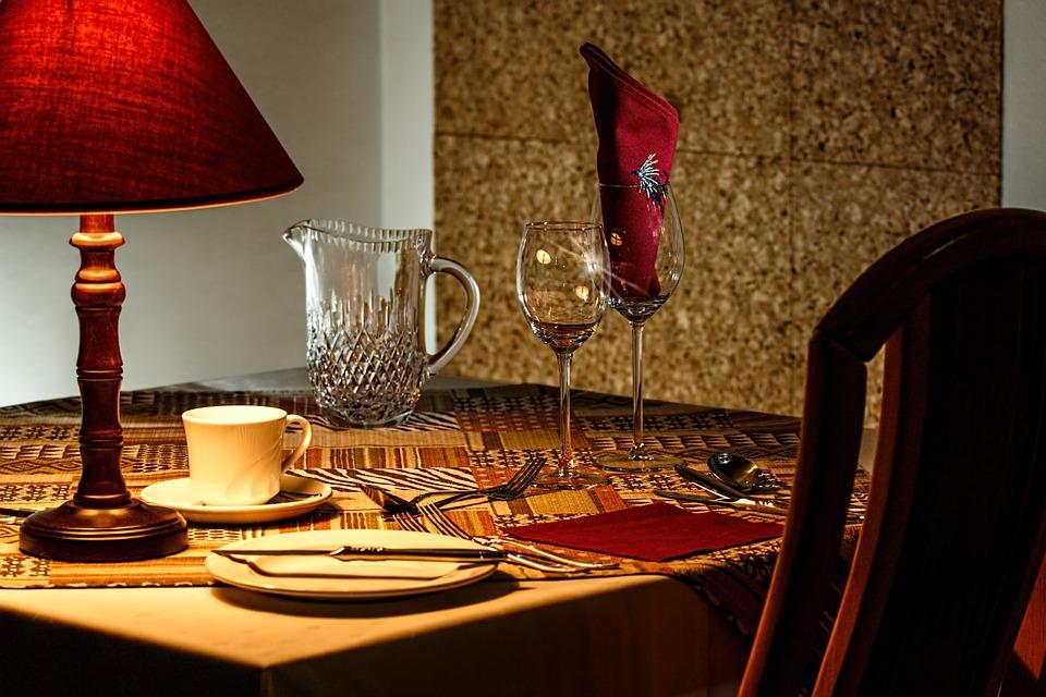 Diez normas de cortesía en la mesa según el país en el que comamos 1
