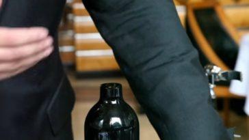 La forma más 'cool' de abrir una botella de vino de la mano del sumiller del mejor restaurante del mundo, el Eleven Madison Park 1