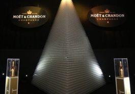Record Guiness de copas (50.116) de Moët et Chandon forman una torre para celebrar el 'Día Moët' 1