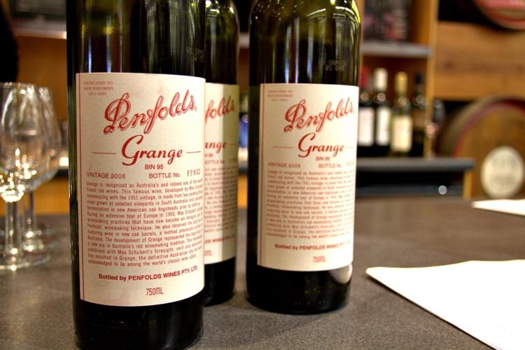 Una botella de Penfolds Grange 1951 establece el récord del vino más caro pagado en Australia 1