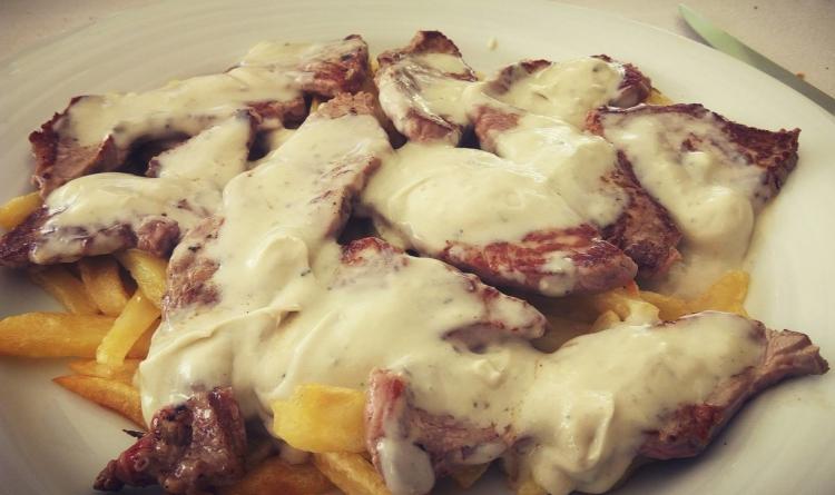 Croca de ternera gallega con salsa de queso de Cabrales 1
