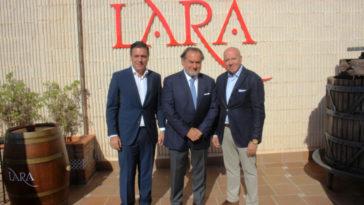 Michel Rolland y Javier Galarreta visitan Bodegas Lara para presentar su proyecto Rolland&Galarreta 1