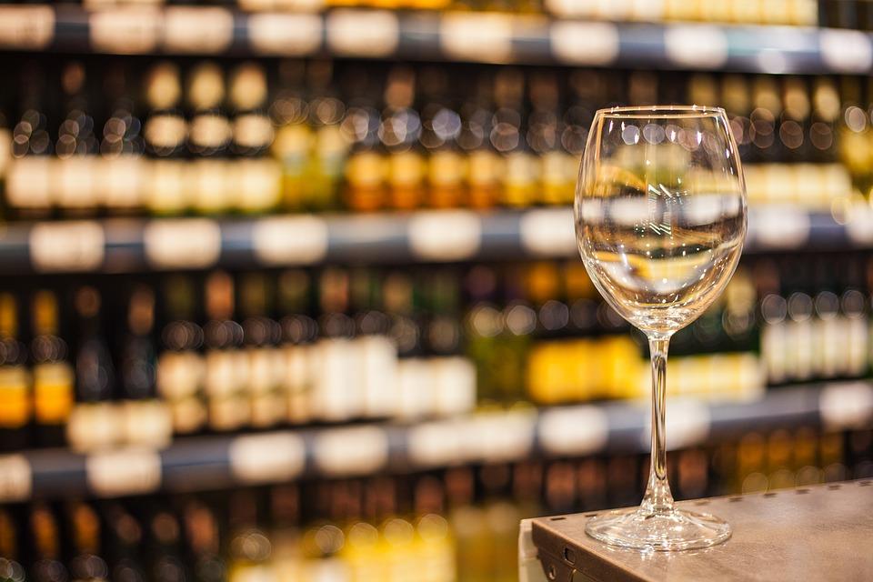 Cuál de los países más exportador de vino a UK lo hace a mayor precio 1
