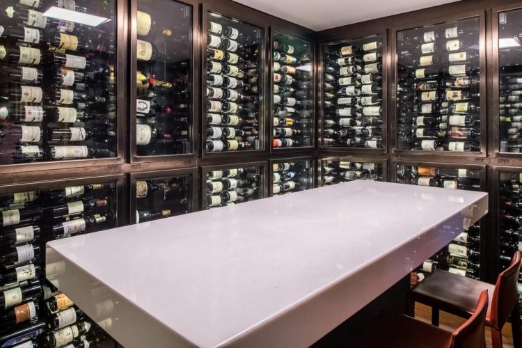 Recaudó 8 millones de libras para abrir el primer club de vinos de socios privados del mundo con 26.000 botellas en una bodega de estilo Fort Knox 1