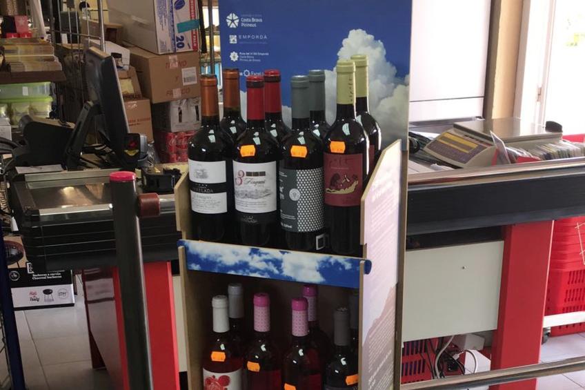 Los campings gerundenses instalan en sus tiendas expositores con vinos de la DO Empordà